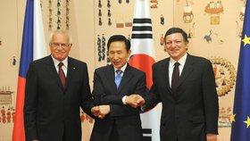 Exprezident si za korupci odsedí 15 let. Korejský lídr bral úplatky i od Samsungu
