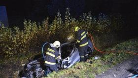 Řidič mustangu uhořel zaživa! Kvůli zaklíněné noze se nestihl dostat ven