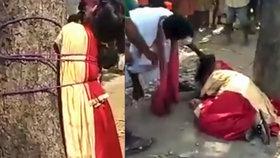 Dívka se zakázanou láskou vzepřela rodině. Přivázali ji ke stromu a zbičovali
