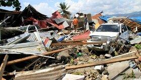 Dvě silná zemětřesení udeřila u Indonésie: Obavy z dalších mrtvých