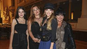 Verešová vyvedla krásky z rodiny: Pózovala vedle maminky, sestry a neteře!