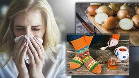 Nejlepší babské rady proti rýmě: Cibule do nosu pro otrlé, vlněné ponožky pro slečinky!