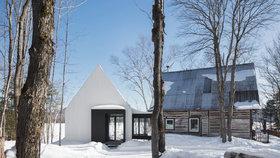 Dřevěný dům nafoukla minimalistická přístavba. Staré s novým spojuje most ze skla