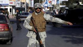 Výbuch na vojenské základně v Afghánistánu: 26 mrtvých, desítky zraněných