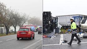 Vážná nehoda na Jihlavsku. Autobus se srazil s náklaďákem. 10 lidí se zranilo, z toho 3 těžce