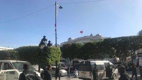 Exploze v dovolenkovém ráji: Centrem Tunisu otřásl výbuch na rušné třídě