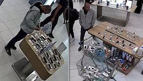 """Vypravil se na """"nákup"""" bez placení. Policisté pátrají po lupiči mobilu z OC Letňany"""