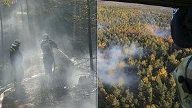 U Rajnochovic na Kroměřížsku hoří les: Hasiči se obávají silného větru