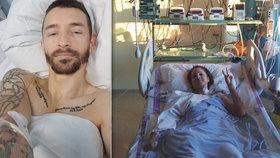 Kapitán české reprezentace skončil v nemocnici: Lezou mu kosti z těla, přesto vtipkuje