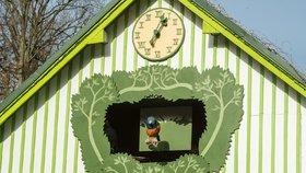 V Liberci mají vlastní orloj. Místo apoštolů na něm zpívá šest ptáků v zoo