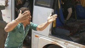 Útok na autobus plný křesťanů: Nejméně sedm mrtvých a 14 zraněných