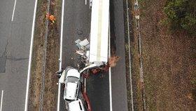 Náklaďák vjel do kolony vozidel: Doprava z dálnice D5 je odkloněna