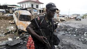Povstalci zavraždili těhotnou ženu a 14 dětí. Kamerun je na pokraji kolapsu
