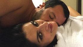 """Ministr a """"kat"""" migrantů dostal košem. Herečka to oznámila fotkou z postele na Instagramu"""