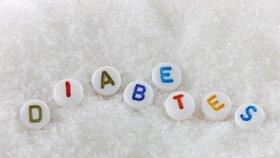 Cukrovka hrozí i náctiletým, varují lékaři: Může způsobit slepotu nebo amputaci nohy