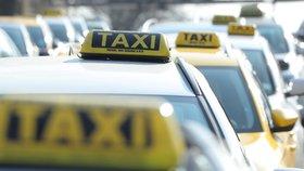 Praha zruší stanoviště pro taxíky. O většinu není zájem, na těch pronajatých taxikáři švindlovali
