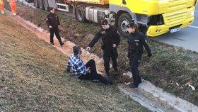 """Opilý turecký """"kamioňák"""" odjel od nehody. Policisté ho zastavili až na Pražském okruhu"""