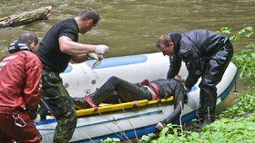 V centru Liberce vytáhli z řeky tělo muže: Vyprostit ho museli hasiči