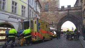 Nešťastný pád na Malé Straně: Muže (45) z kolektoru museli vyprostit hasiči