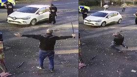 Muž se chtěl podříznout mečem: Policisté ho postřelili a zachránili mu tím život