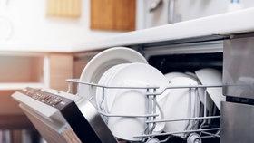 Jak vyčistit myčku bez chemie? Pomůže vám ocet i jedlá soda