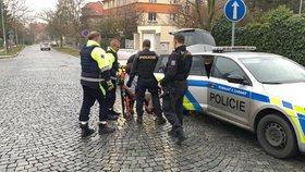"""""""Zabiju tě!"""" vyhrožoval muž ženě na vozíku. Pomoc si přivolala SOS tlačítkem, zbraň policisté nenašli"""