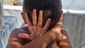 Senior (82) sexuálně zneužil několik dětí: Oběti má v Řecku i na Chebsku!
