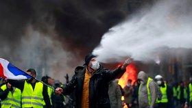Masivní protest proti drahé naftě: Ve Francii demonstrovalo 106 tisíc lidí