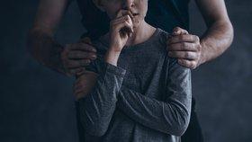 V 11 letech musel mít sex se svou macechou. Otec tak chtěl zabránit, aby byl jeho syn homosexuál