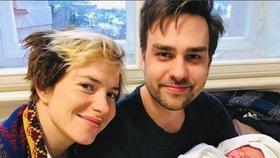 Syn Petra Rychlého se stal tátou: Pochlubil se fotkou z porodnice