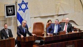 """Zeman poslancům slíbil """"třetí krok"""". V Izraeli ale zalitoval, že není diktátor"""