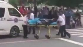 Muž vjel v Číně do lidí na chodníku: Zabil 7 osob