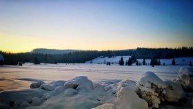 Hrozí vichřice a ledovka, mrazivá rána pokračují. Na Šumavě naměřili -22,5 °C