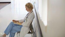 Pojišťovny neproplácí lékařům peníze, bouří šéf komory. Mají dlužit přes 5 miliard