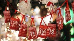 Adventní kalendáře pro malé i velké: Vonné svíčky, pivo i rtěnky