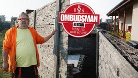 Nebudu padesát let koukat na ten betonový hnus! Sousedský spor o plot hrozí tragédií