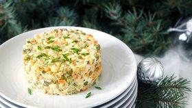 Bramborový salát jinak: Vyzkoušejte recept s jablky, jogurtem i bez majonézy