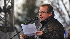 Prorektor plagiátor? Studenti viní poradce ministra Petříčka z opisování prací