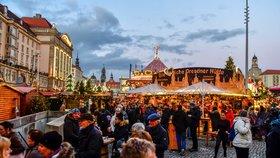 Tvrdá opatření v EU: Drážďany zrušily slavný vánoční trh. A školáci v Polsku doma do Vánoc