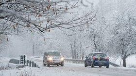 Silnice jsou sjízdné! Řidiči by měli dávat pozor na rozbředlý sníh a na sněhové jazyky