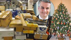 """Poštu zavalilo 420 tisíc balíků za 24 hodin. Ředitel slibuje: """"Dárky doručíme do 4 dnů"""""""