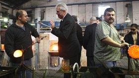 Skláři v Novém Boru jsou od léta bez výplaty. Luxusní podnik čelí insolvenci