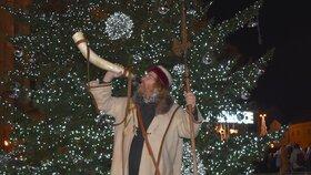 Osmnáctá hodina odbila, chval každý duch Hospodina! Vánoční trhy v Plzni obchází ponocný