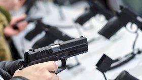 Evropský soud začal řešit českou žalobu na směrnici o zbraních. Prý je diskriminační