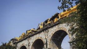 Motoráček na Pražském Semmeringu je na měsíc omezený: Opravuje se most na Zlíchově