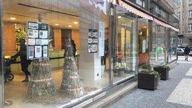 Sváteční grafika za sklem: Galerie Skleňák láká na mýty a tradice Vánoc