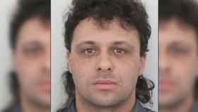 Igor (41) se skrývá před spravedlností! Podváděl po celé republice, hledá ho policie