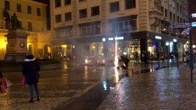 Cizinec odpálil v centru Prahy mezi lidmi ohňostroj. Za porušení vyhlášky dostal pokutu