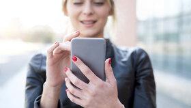 Jak držíte svůj telefon? Podle toho zjistíte, jakou máte povahu! Budete se divit