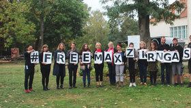 Rakouského novináře zprostili obvinění. Češi v tureckém vězení zůstávají